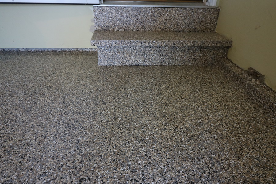 epoxy-flake-flooring-in-stairs
